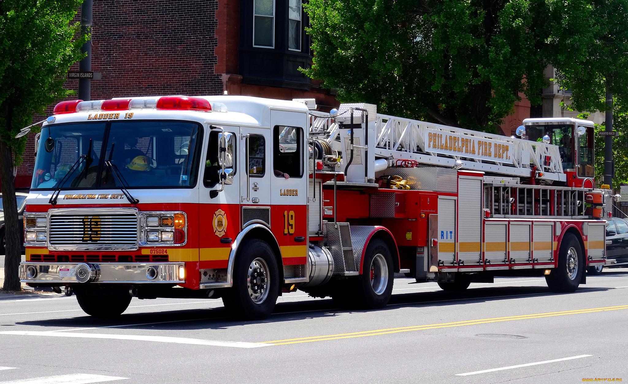 Пожарная машина с пожарным картинка